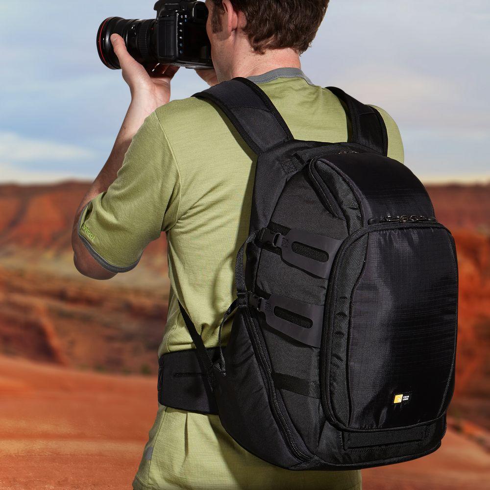d890a298bfb9c Plecak wyposażony jest w rączkę oraz wygodne, szerokie szelki na ramiona.  Stabilne noszenie zapewnia dodatkowe mocowanie do pasa.